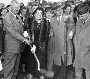 Governor James Duff and his wife with the first shovel of earth at the groundbreaking for the Philadelphia Extension. (Photo: Pennsylvania Turnpike Commission)
